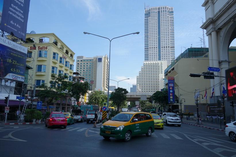 Gatuscen längs Charoen Krung road, Bangkok.