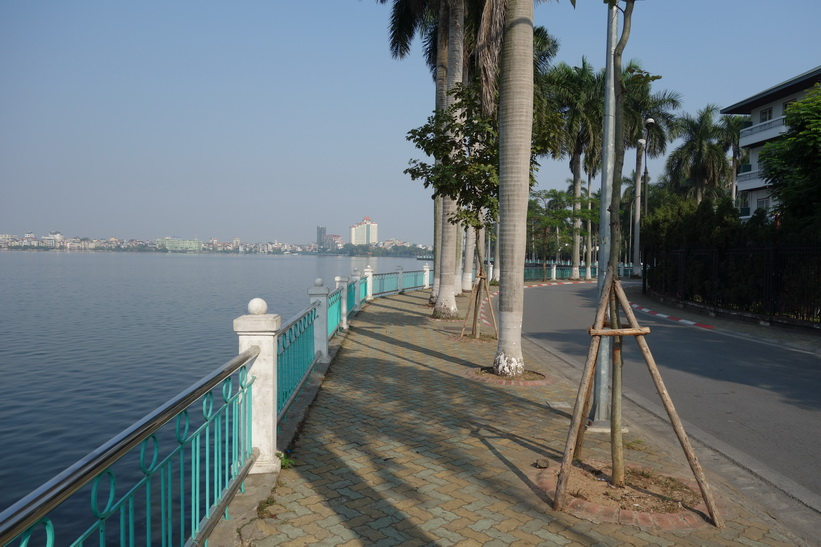 Promenaden längs Hồ Tây-sjön, Hanoi.