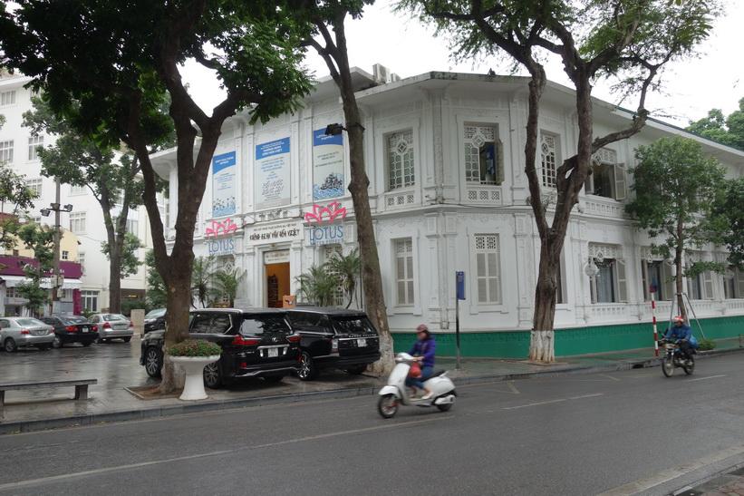 Arkitekturen vid Hoan Kiem-sjön, Hanoi.