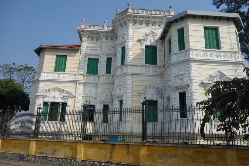 Vacker arkitektur längs Hồ Tây-sjön, Hanoi.
