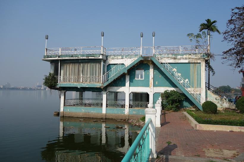 Nedlagd restaurang? Hồ Tây-sjön, Hanoi.