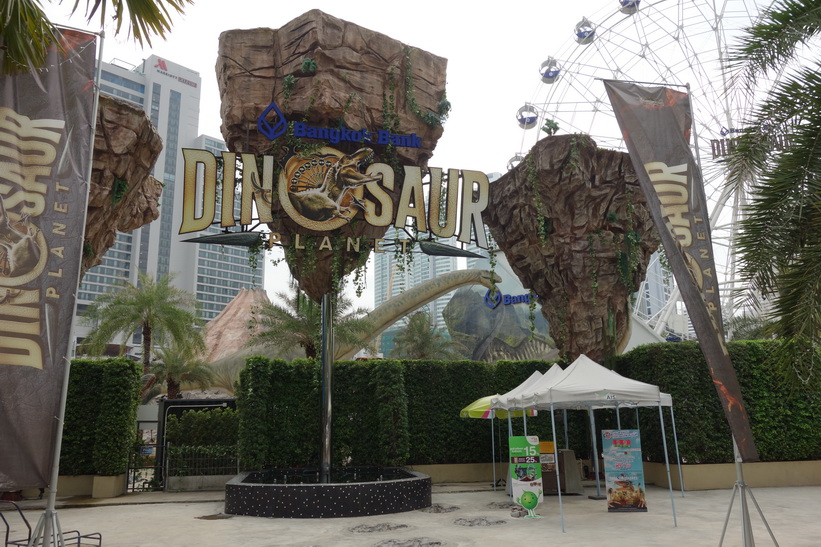 Dinosaur Planet Theme Park som öppnade i mars 2016, längs Sukhumvit Road, Bangkok.