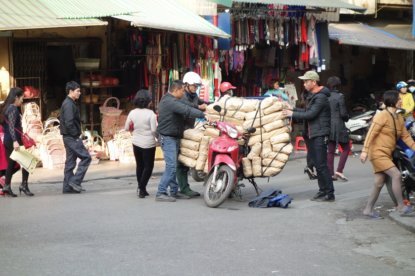 Snedfördelad last, Old Quarter, Hanoi.