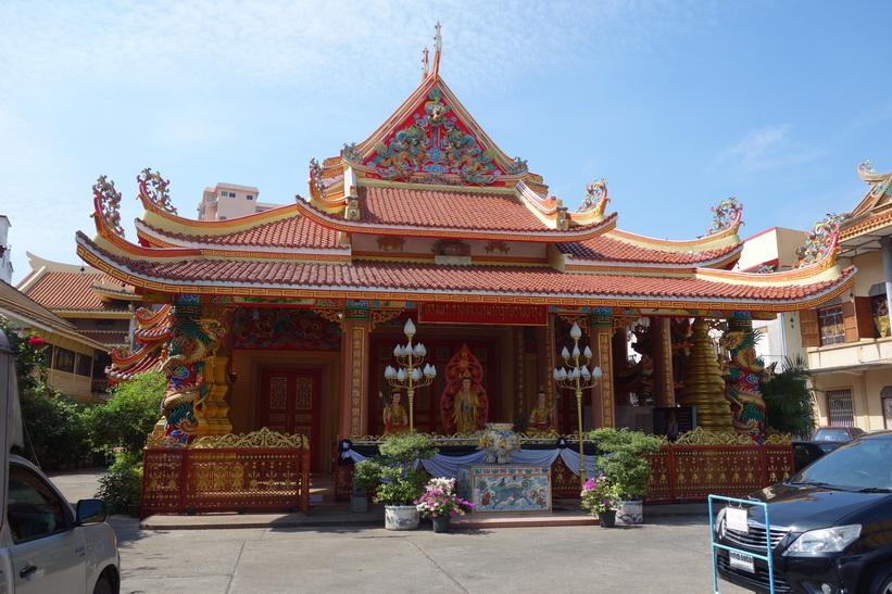 Litet tempel vid Charoen Krung road, Bangkok.