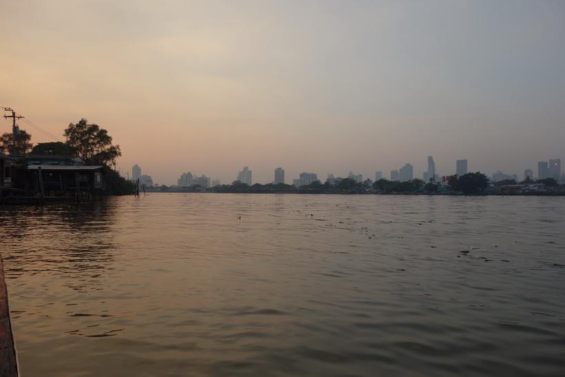På väg tillbaka till Khlong Toey-piren, Bangkok.