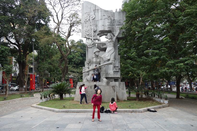Monument till minne av kommunistrevolutionen i norra Vietnam år 1946, Hanoi.