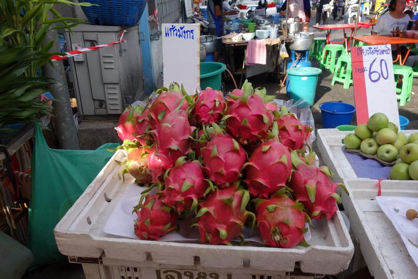 Drakfrukt på fruktmarknad i Chinatown, Bangkok.