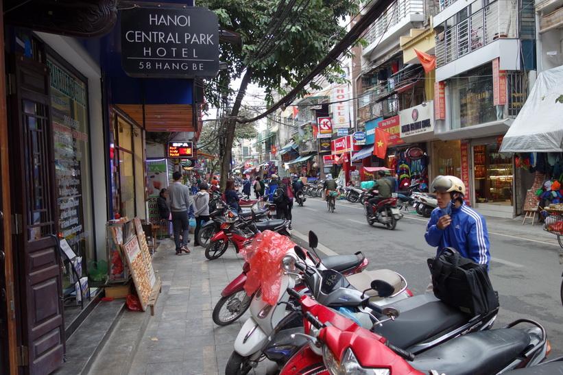 Tillbaka utanför mitt hotell i Old Quarter, Hanoi Central Park Hotel, Hanoi.