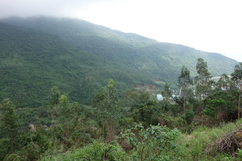 Utsikten längs vägen upp till Son Tra Mountain (Monkey Mountain), Da Nang.