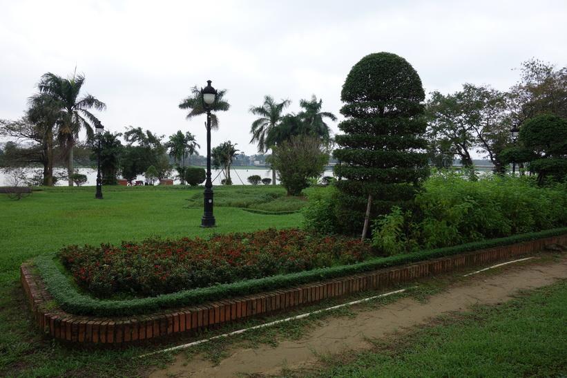 Promenaden längs gatan Lê Lợi i Hue.