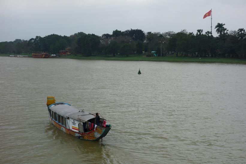 Båt på Parfymfloden, Hue.