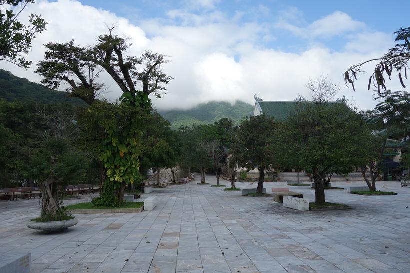 Tempelgården vid Chùa Ling Ung – Bãi Bụt-templet, Da Nang.