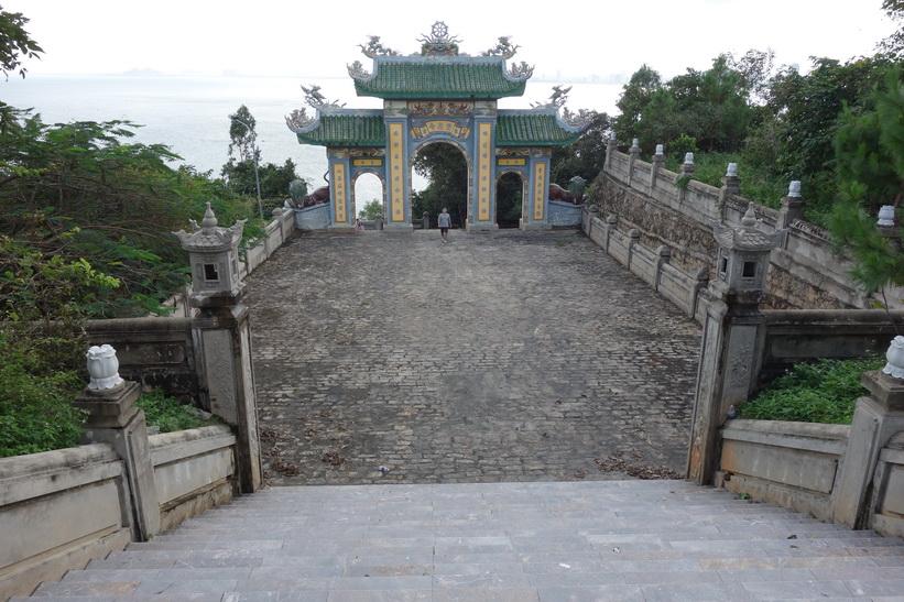 En annan vacker entré till Chùa Ling Ung – Bãi Bụt-templet, Da Nang.