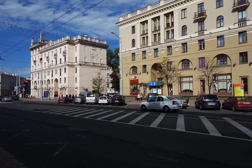Stalinistisk arkitektur längs gatan vulica Kirava, Minsk.