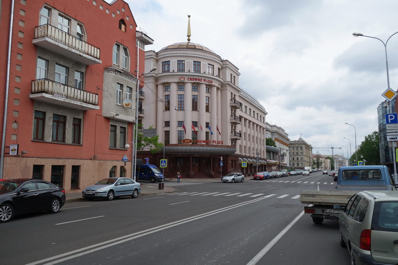 Crowne Plaza Hotel i centrala Minsk.