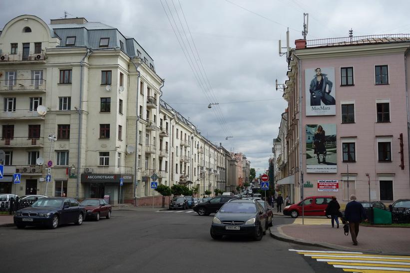 Gatuscen i centrala Minsk.