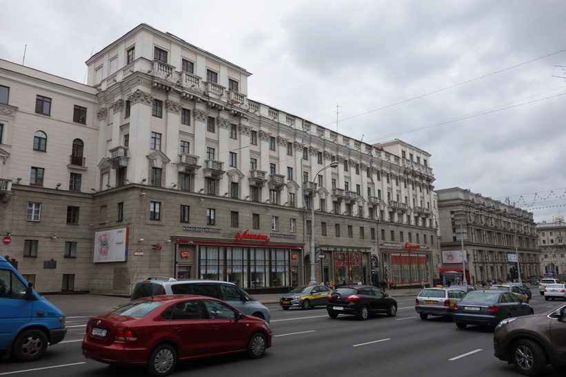Stalinistisk arkitektur längs Prospekt Nezalezhnosti.