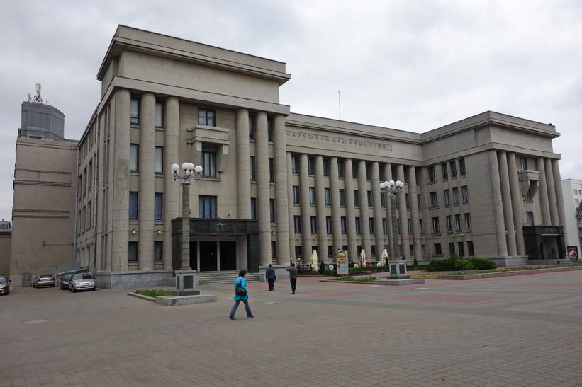 Central House of Officers, Minsk. Byggt 1939, och överlevde således kriget.