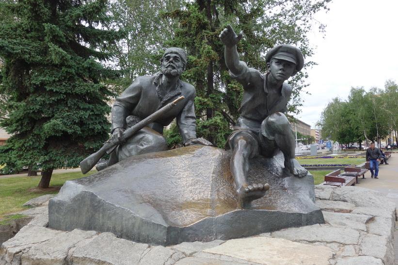 Figurer ur Yakob Kolas dikter, Yakub Kolas Square, Minsk.