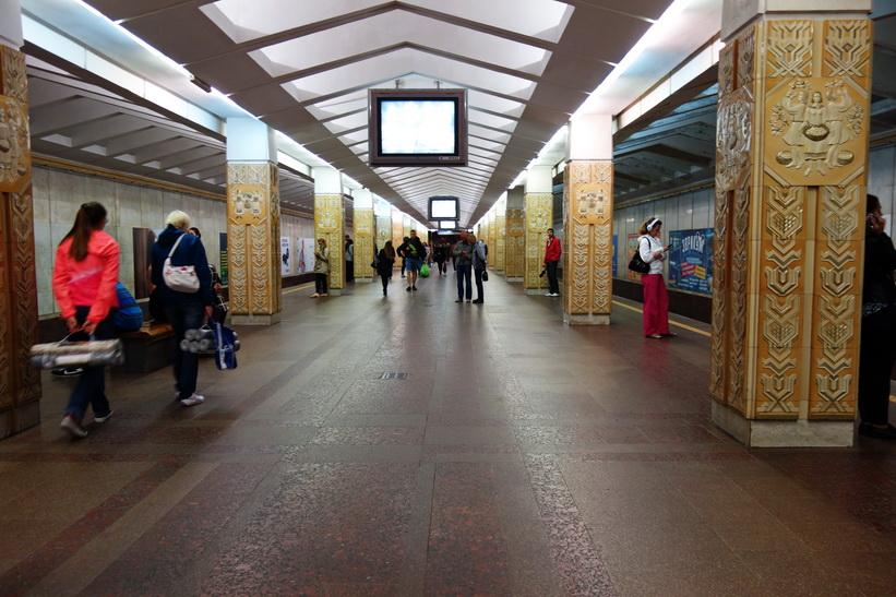 Yakob Kolas metro station, Minsk. Här var det definitivt inte tillåtet att fotografera!